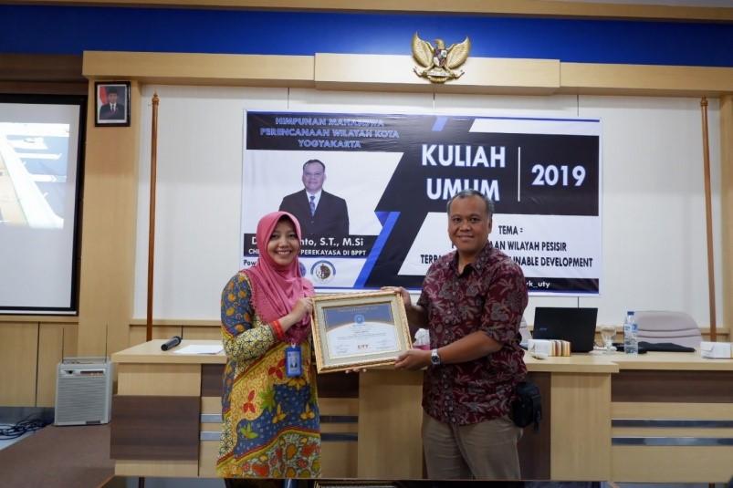 Seminar PWK: Pengelolaan Pesisir Berbasis Sustainable Development