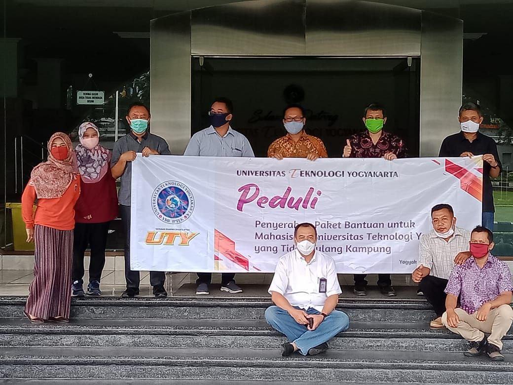 Peduli Mahasiswa Tidak Pulang Kampung, UTY Bagikan Sembako