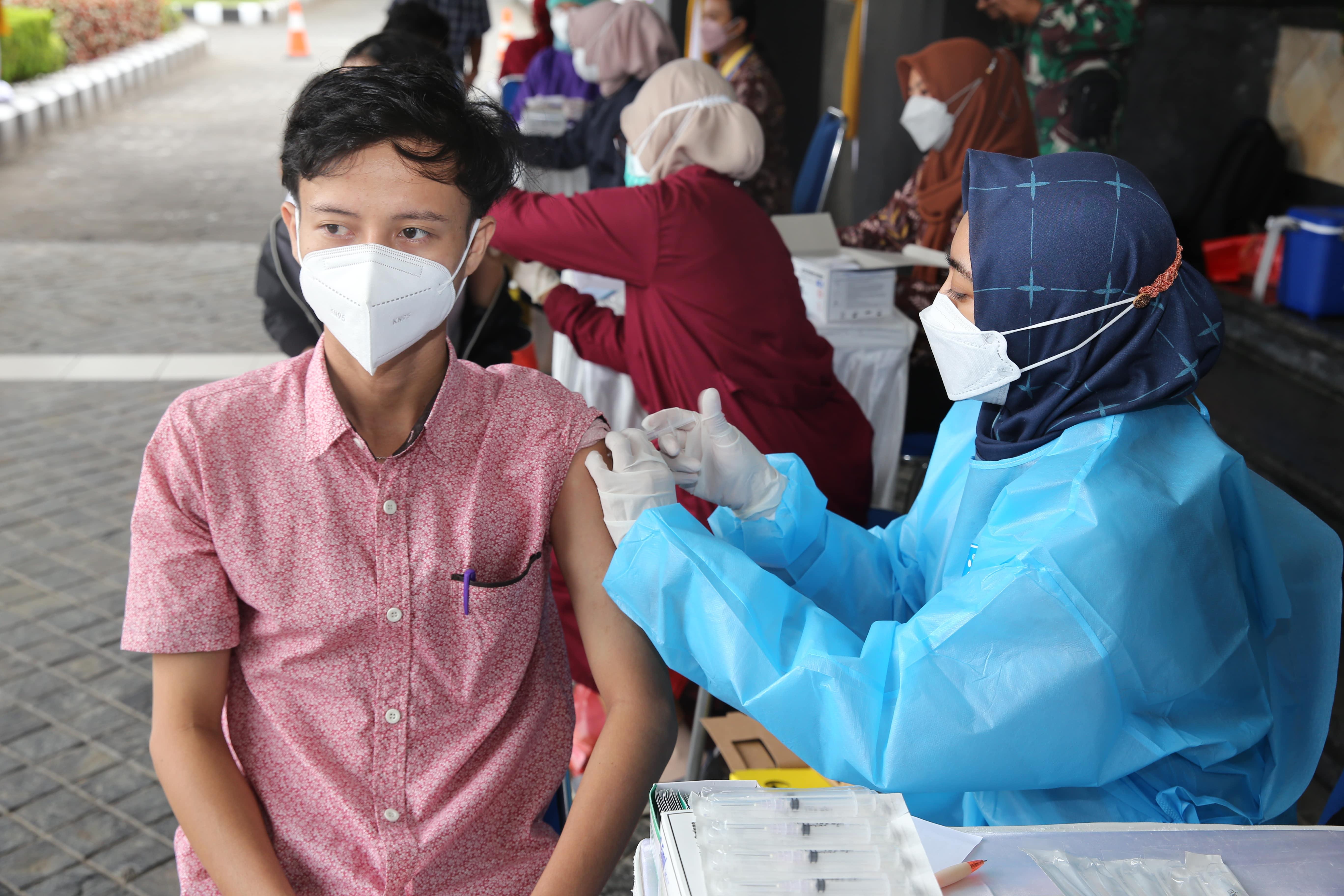 Ribuan Mahasiswa UTY dan Warga Sleman Terima Vaksinasi Dosis ke-2 di Kampus 1 UTY